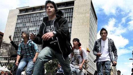 Los jóvenes en Bogotá como normalidad están llevados a soportar complejas  situaciones d0de976ba24